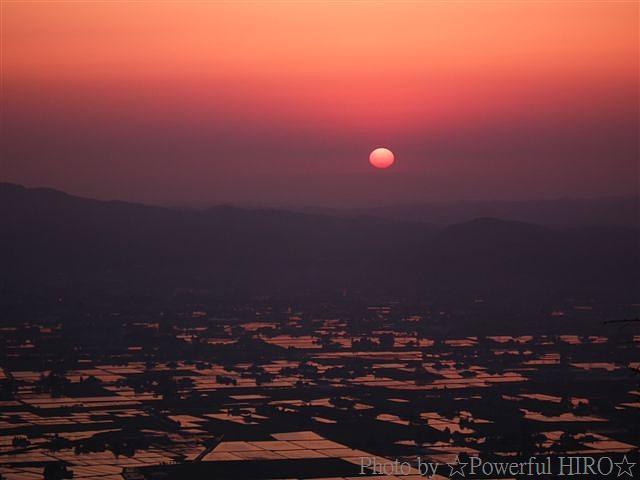 南砺市から眺める日本海に沈む夕陽 (2)