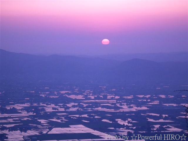 南砺市から眺める日本海に沈む夕陽 (3)