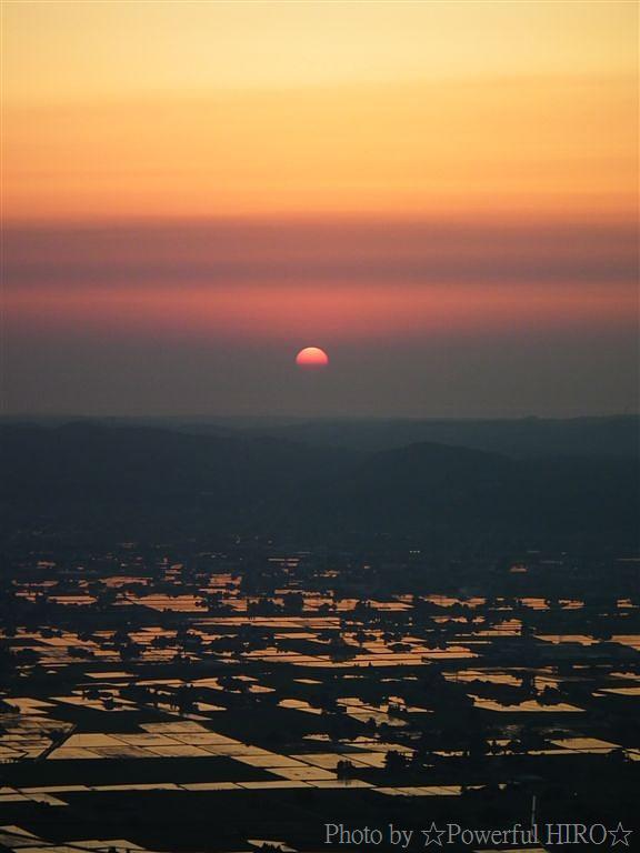 南砺市から眺める日本海に沈む夕陽 (7)