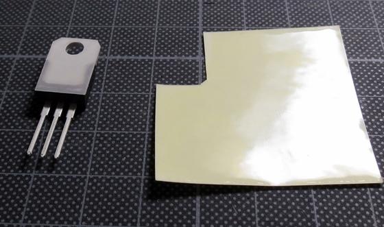 トライアックと熱伝導両面テープ