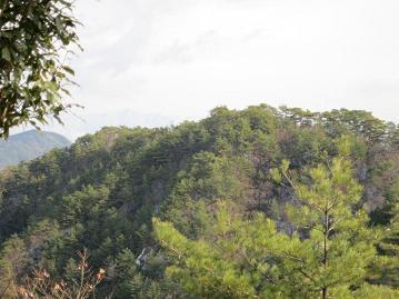 東峰の山容