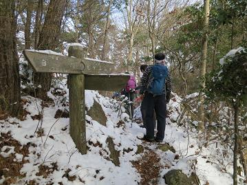 稜線の雪道