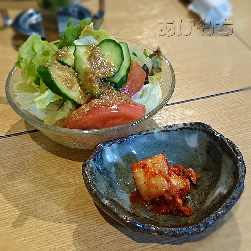 も~豚定食のサラダとキムチ