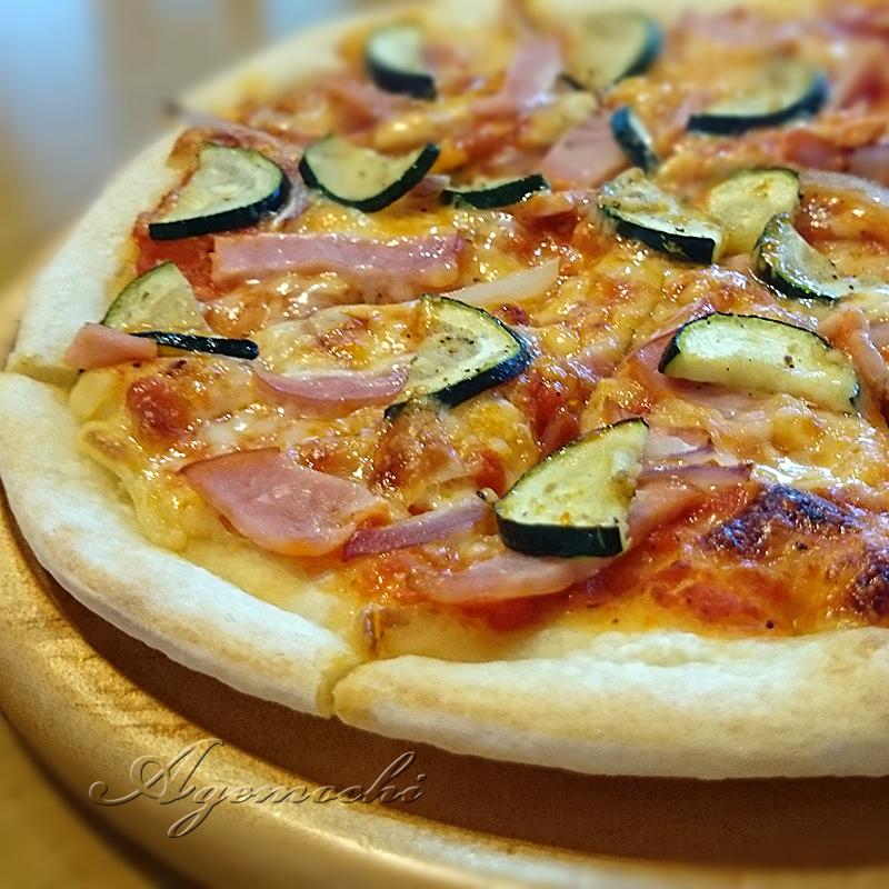ハム&赤玉葱&ズッキーニのピザ
