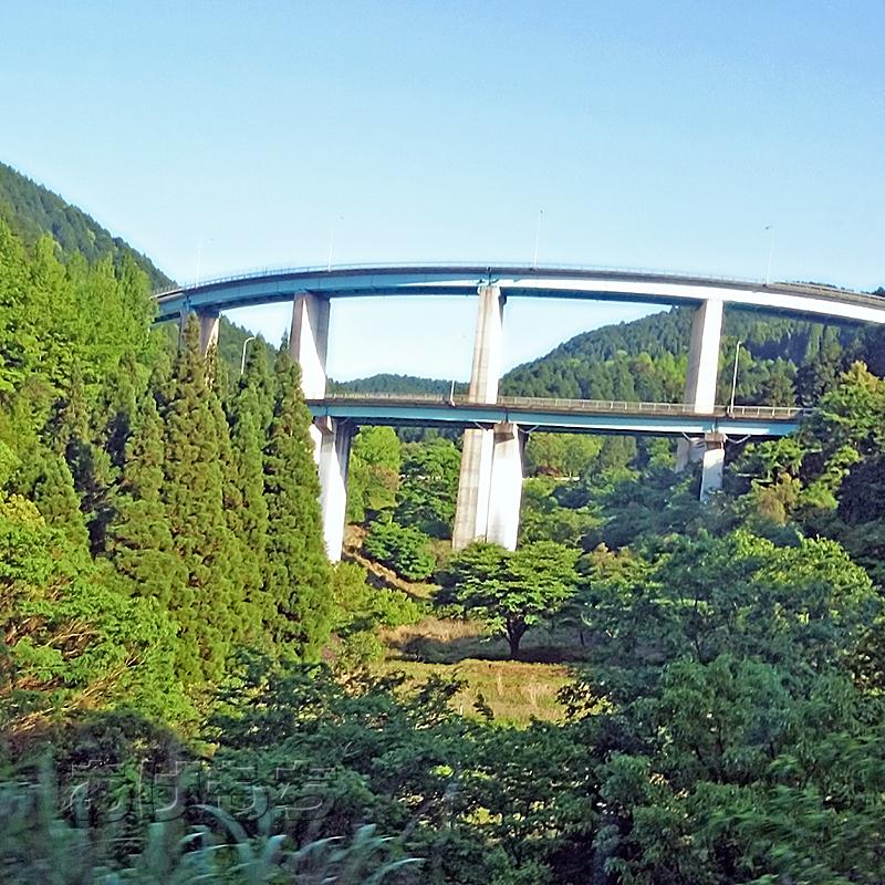 人吉ループ橋。熊本と宮崎をつなぐ橋。