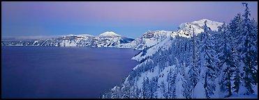 雪のクレーターレイクPristine winter dusk scene