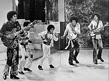 1971年、ジャクソン5時代。(中央)