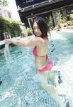 SKE48 古畑奈和 セクシー ピンクビキニ水着 カメラ目線 プール 誘惑 高画質エロかわいい画像9210