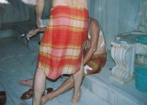 蒸し風呂での垢すり