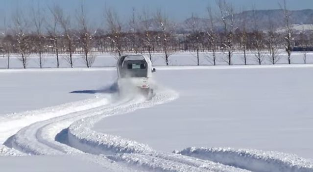 雪道を無敵の走りで縦横無尽に駆け抜ける軽トラの秘密とは!?