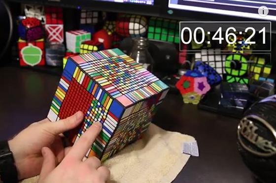 超複雑!「17x17x17」のルービックキューブを完成させた映像