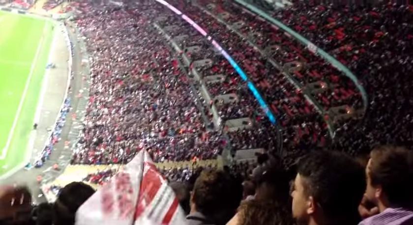 【神展開】スタジアムで投げられた紙飛行機がまさかの展開に……!!