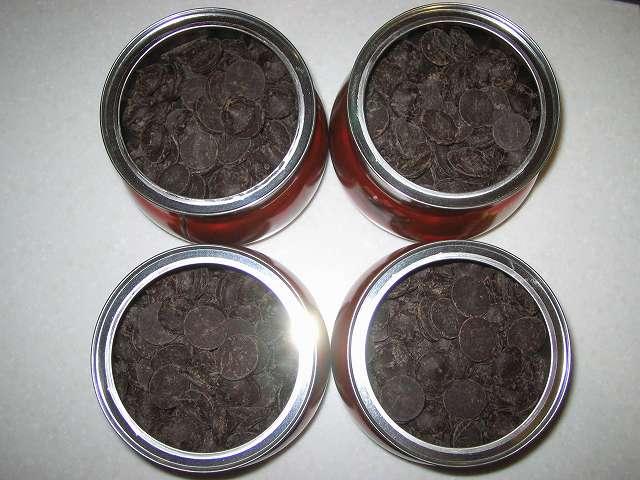 ベリーズ クーベルチュール エキストラダークチョコレート 62% 1.5kg 分をコペンハーゲン チョコチップクッキー 250g パッケージ缶(4缶)に移し替え