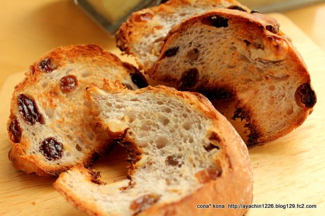14.12.27レーズンと胡桃のパン_トースト
