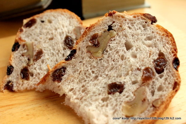14.12.27レーズンと胡桃のパン_クラム