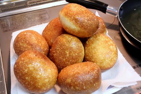 揚げパン2種_ピロシキ揚げたて!