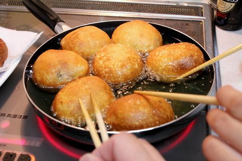 揚げパン2種_ピロシキ揚げる~