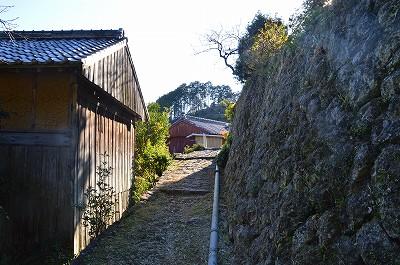 民家の前を通る熊野古道