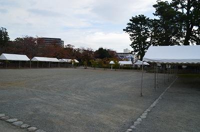 二の丸にテント