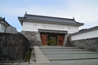 こっちが銅門