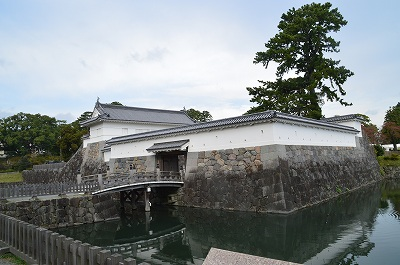 小田原城銅門、の外側