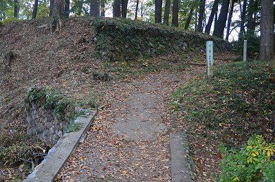鉢形城本丸へ向かう道