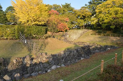 本丸堀とその外の堀を繋ぐ二の丸水路