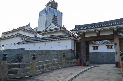 外から見た駿府城東御門