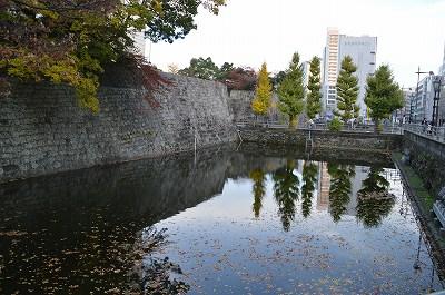 三の丸を覆う堀