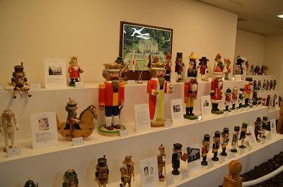 世界のクルミ割り人形展示中