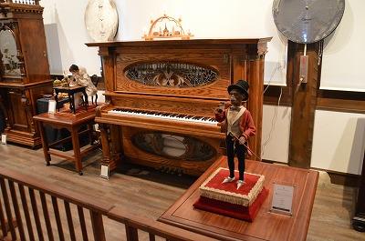 自動ピアノと猿のオートマタ