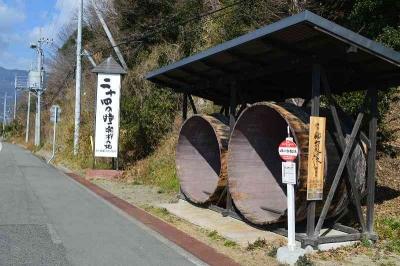 バス停が醤油の樽wwww