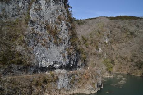 岩山のトンネル!?