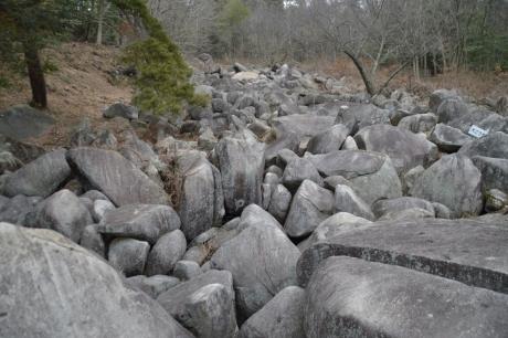 でっかい岩がごろんごろん