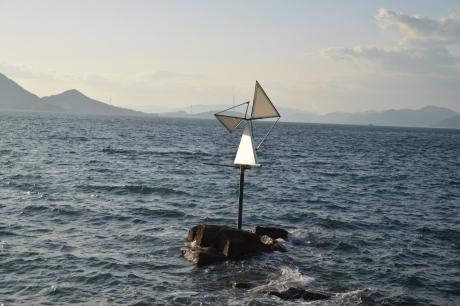 瀬戸内海に浮かぶ立体風車