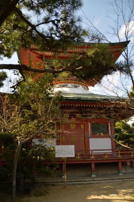 耕三寺の多宝塔