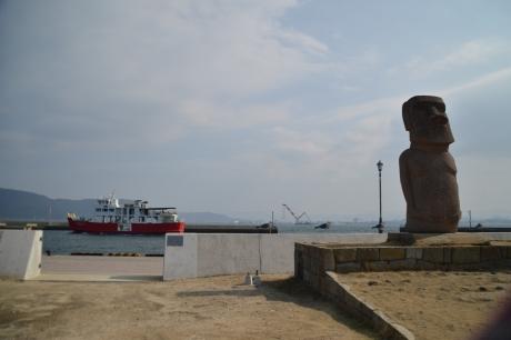 鬼が島のモアイ像