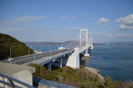 近場から見た大鳴門橋