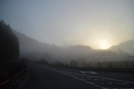 3今日も朝から濃霧