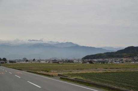 13霞む石鎚山
