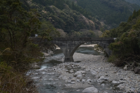9眼鏡橋を渡って馬路へ