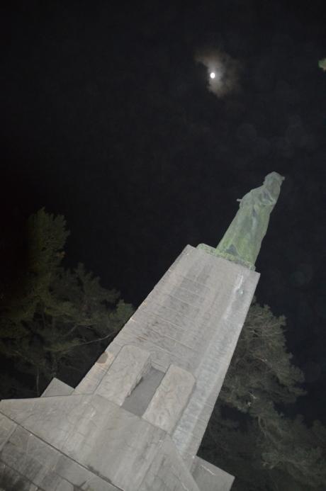 1夜の竜馬像