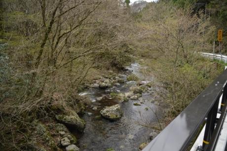 21与作沿いの川