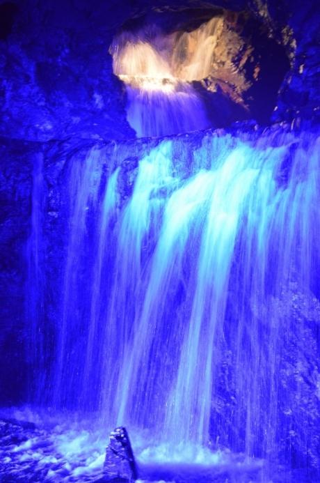 14地底の滝