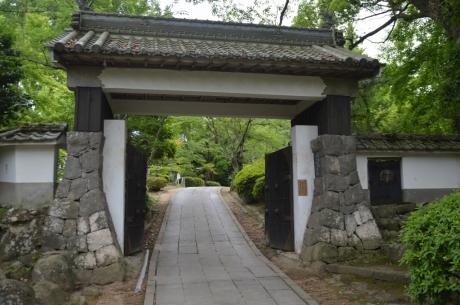 10杵築城入口
