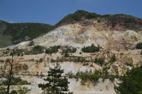 4硫黄が強くて山が剥げてる