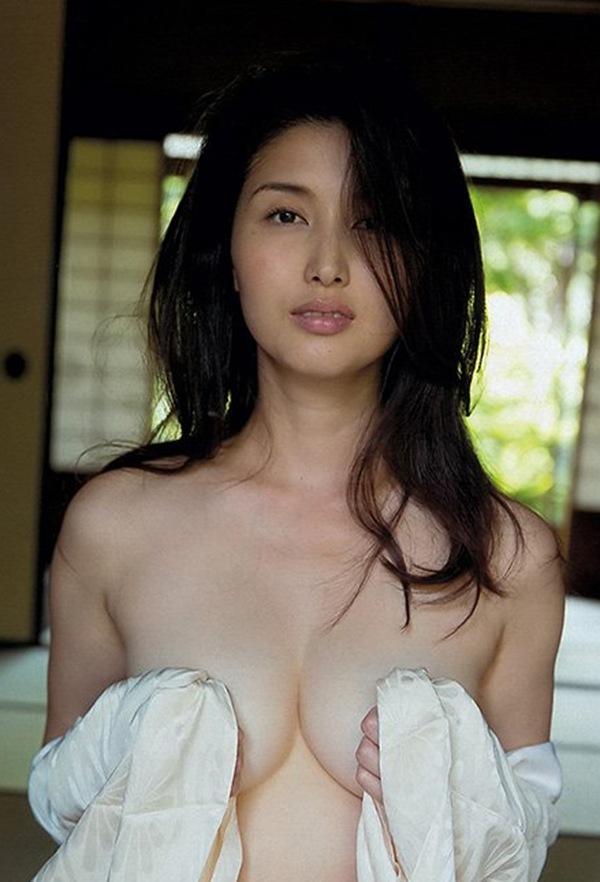 【橋本マナミ】乳首巨乳おっぱいを披露したがるスレwww爆乳オッパイ桃尻ヨガ動画