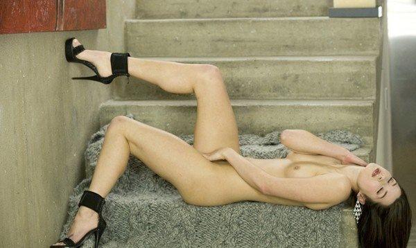 【網タイツフェチ】黒髪ビューティの全裸ヌードの乳首に乳首