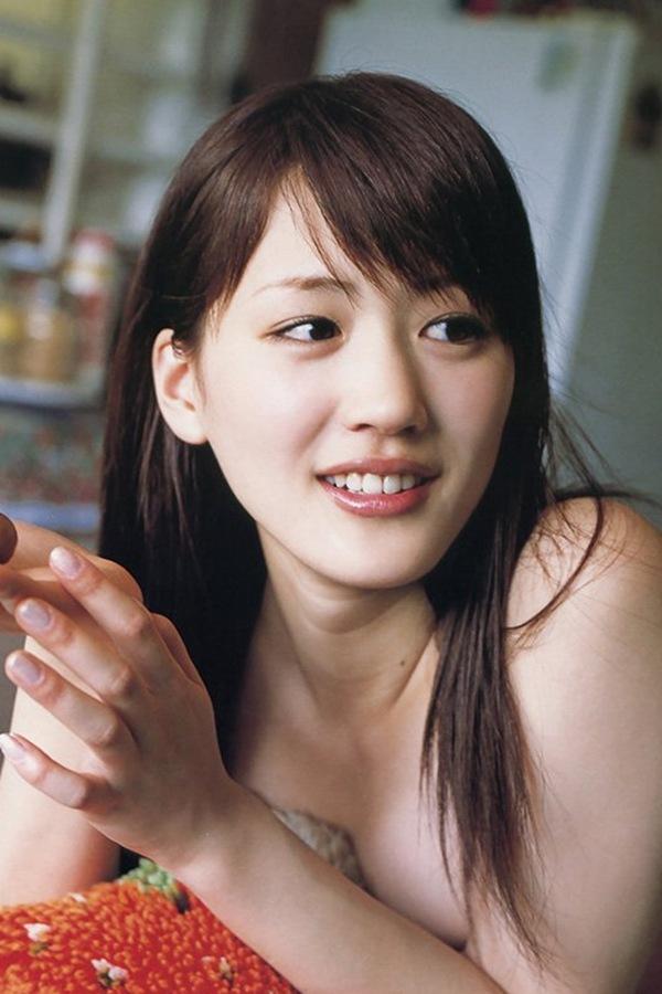 【綾瀬はるか】巨乳おっぱいのハミ乳画像