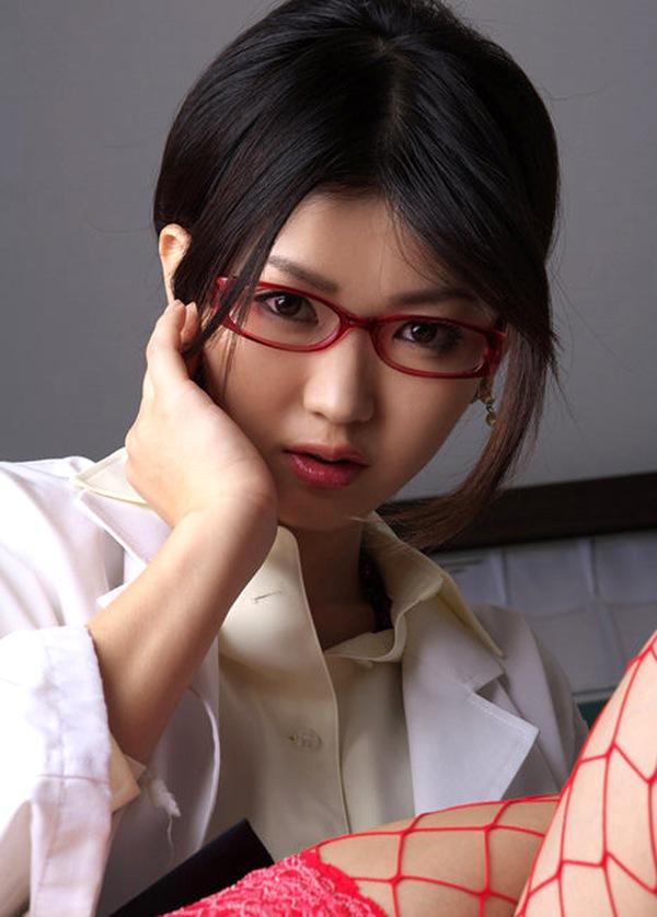 【木嶋のり子】美巨乳おっぱいのハミ乳パンチラ画像